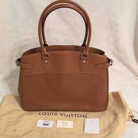 9272468ae4e3 Louis Vuitton Handbags - Louis Vuitton Cannelle Epi Leather Passy GM Bag